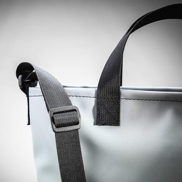 Dettaglio della cinghia Trac bag